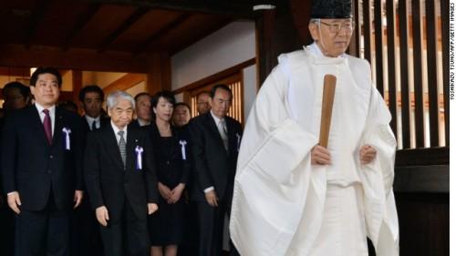 yasukuni-shrine-visit-story-top